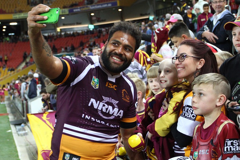 Broncos veteran Sam Thaiday takes a selfie with fans.