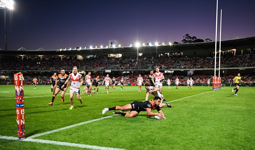 David Nofoaluma scores against the Dragons.
