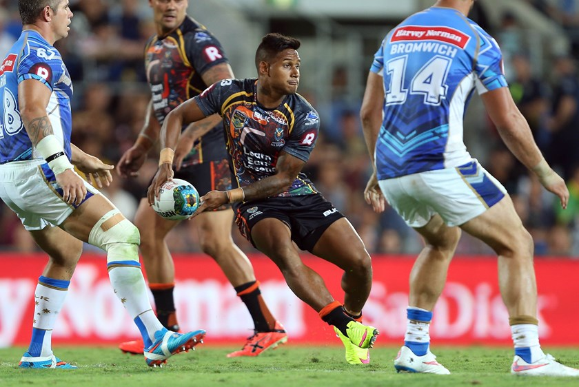 Ben Barba passes during the 2015 All Stars game.