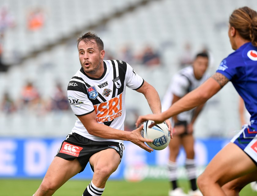 Josh Reynolds passes for the Magpies.