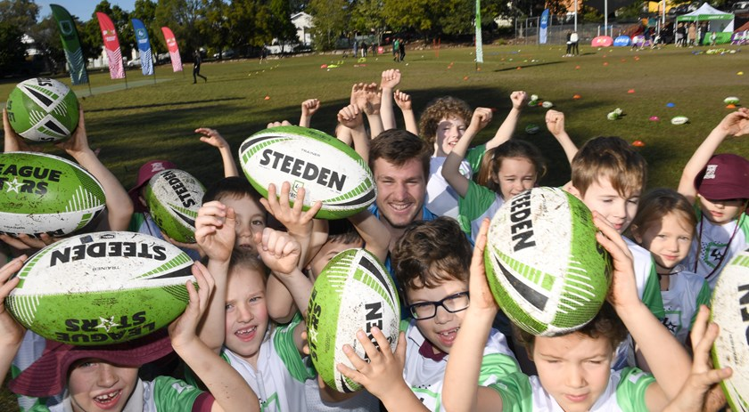 Jai Arrow with students from Ashgrove State School in Brisbane.