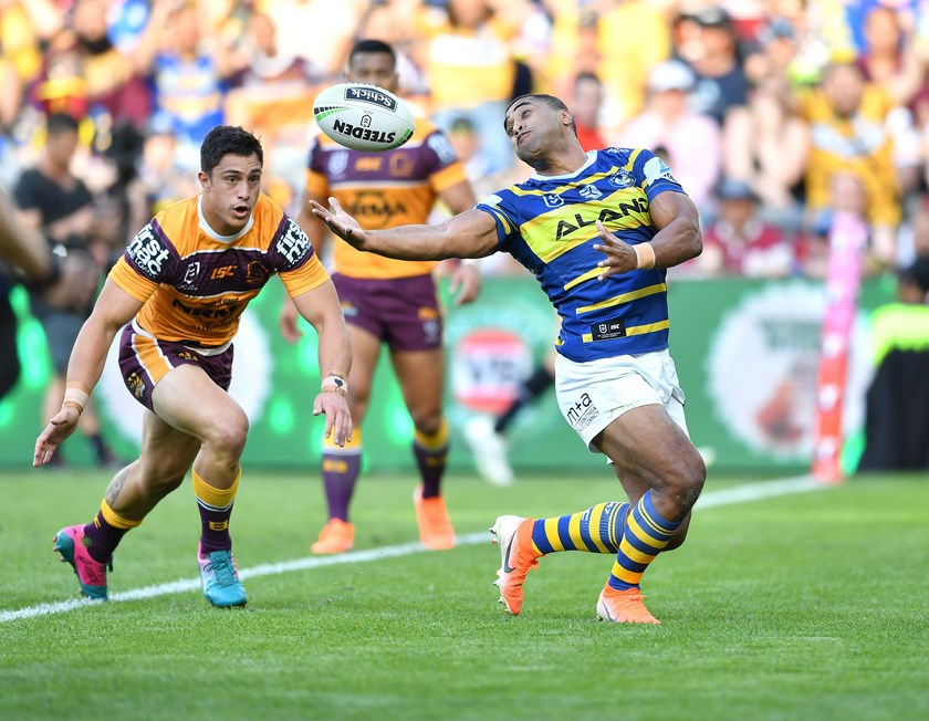 Eels centre Michael Jennings juggles before scoring.
