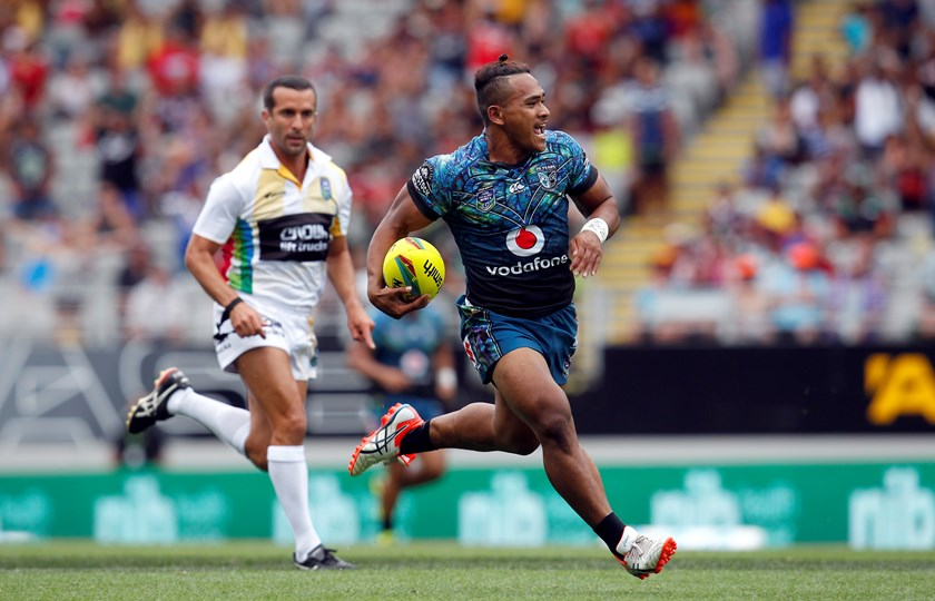 Solomone Kata in action for the Warriors at the 2015 Auckland Nines.