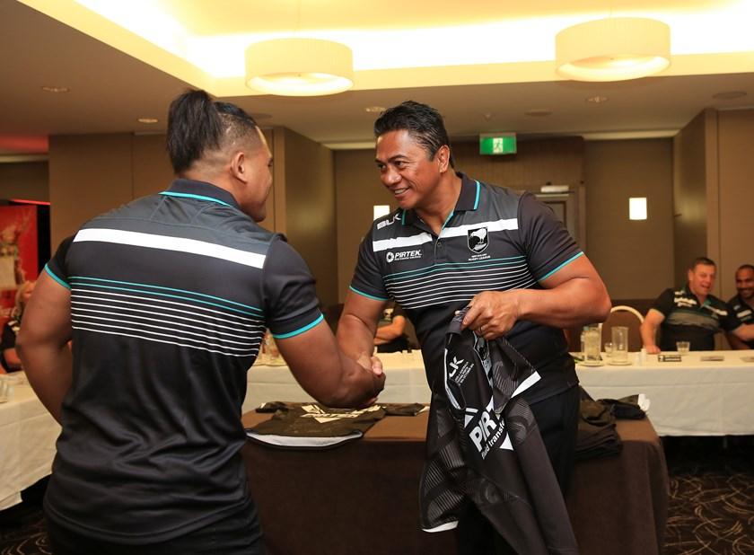 Tawera Nikau presenting Test jerseys to the Kiwis in 2016.