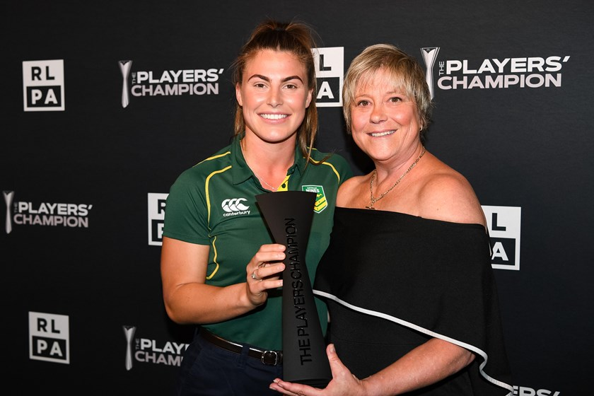 2019 NRLW Players' Champion Jess Sergis with women's rugby league legend Tarsha Gale.