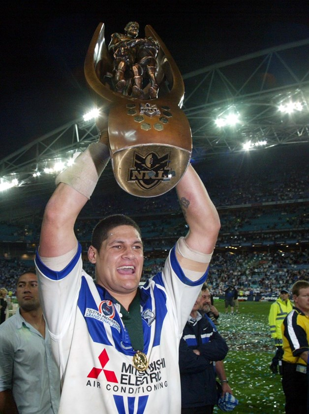 Willie Mason took the game up to a powerful Roosters pack in 2004.
