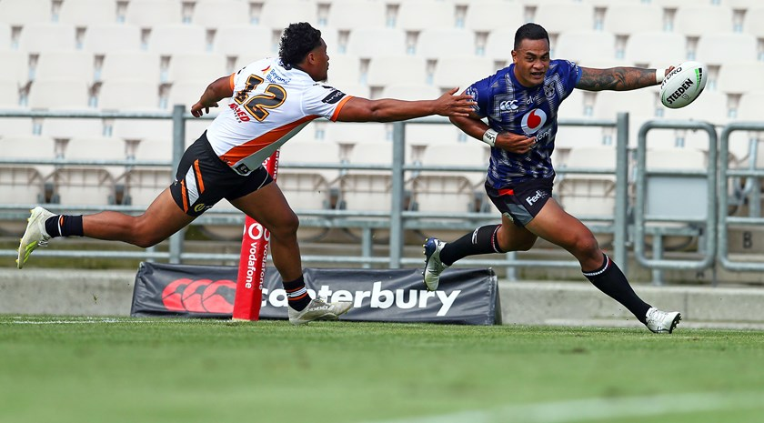 Warriors winger Ken Maumalo crosses for a try.