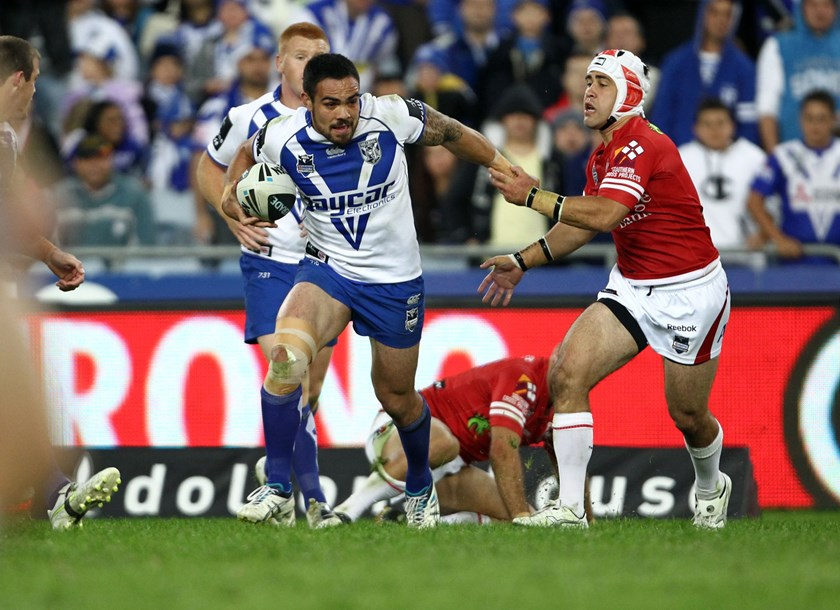 Dene Halatau tries to evade Jamie Soward during his stint with the Bulldogs.
