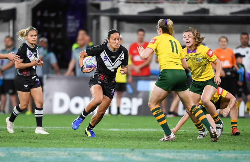 Honey Hireme-Smiler carts it up for the Kiwi Ferns against Australia at the World Nines in 2019.