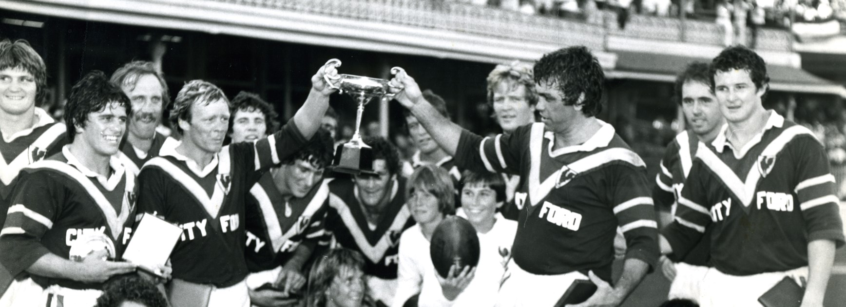Beetson and fellow Immortal Bob Fulton hold the Wills Cup up after the Roosters win in the 1977 Pres-season final.