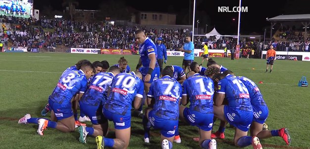 Samoa perform emotional Siva Tau