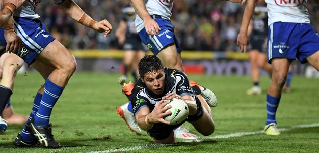 Wright scores the last try at 1300SMILES Stadium