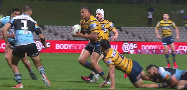 Another Dylan Brown dummy, another Eels try