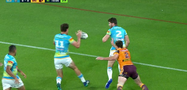 Oates fails to diffuse kick and Stone is there for the Titans