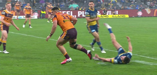 Broncos isolate Moses and Fifita shrugs him off