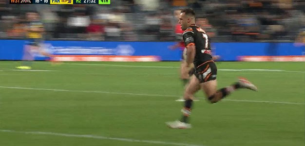 Long-range try to Brooks has the Wests Tigers into the lead