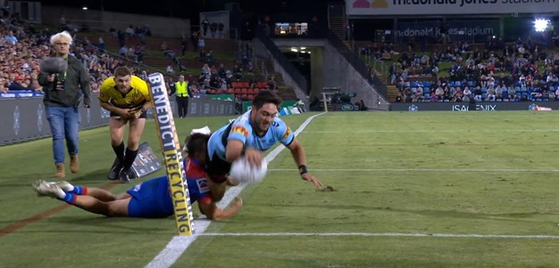 Bunker clears try for Hiroti as Sharks hit lead