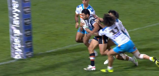 Nofoaluma catches the Titans defence out from a quick tap