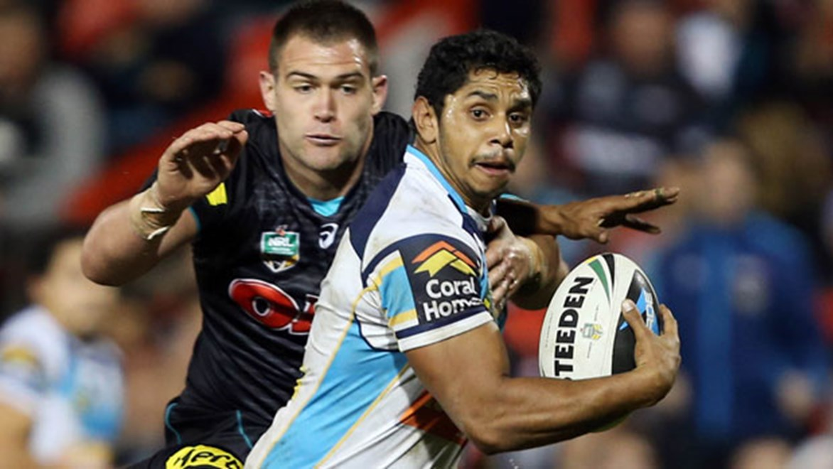 Titans halfback Albert Kelly and halves partner Aidan Sezer both look set to face the Rabbitohs on Saturday despite leg injuries.