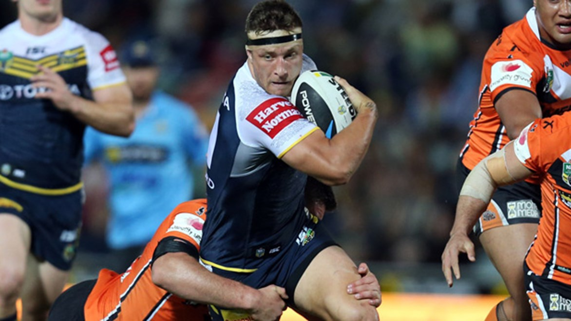 Tariq Sims in action during the Cowboys' Round 22 clash with the Tigers at 1300SMILES Stadium.