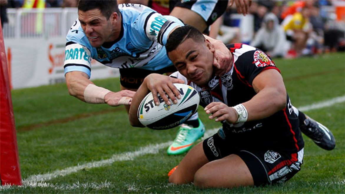 Ngani Laumape scores the opening try for the Warriors against Cronulla on Sunday.