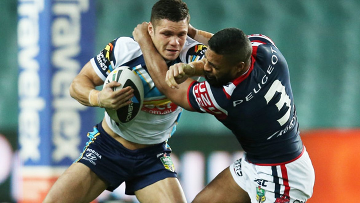 James Roberts takes on Michael Jennings in the Titans' Round 22 clash with the Roosters.