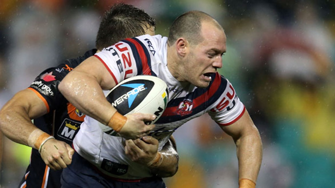 Roosters hooker Heath L'Estrange was forced to leave the field after just 15 minutes on Saturday night with what is believed to be a season-ending ACL injury.
