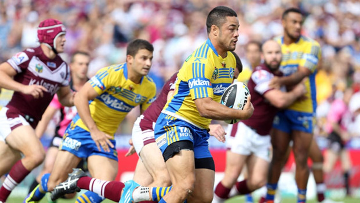 Jarryd Hayne on the burst against Manly.