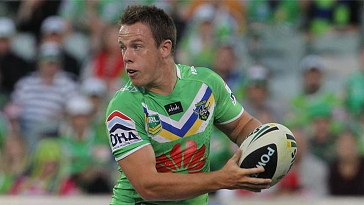 Canberra's Sam Williams will join Melbourne playmaker Gareth Widdop in the halves for the Dragons in 2014