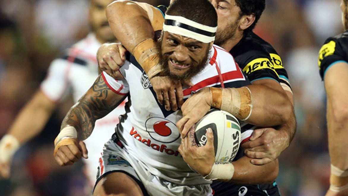 Manu Vatuvei charges forward during the Warriors' Round 26 clash with the Panthers at Sportingbet Stadium.