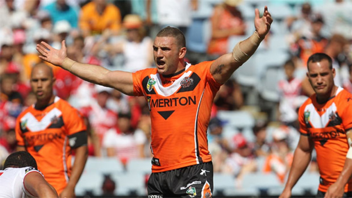 Wests Tigers skipper Robbie Farah has welcomed new coach Jason Taylor with open arms.