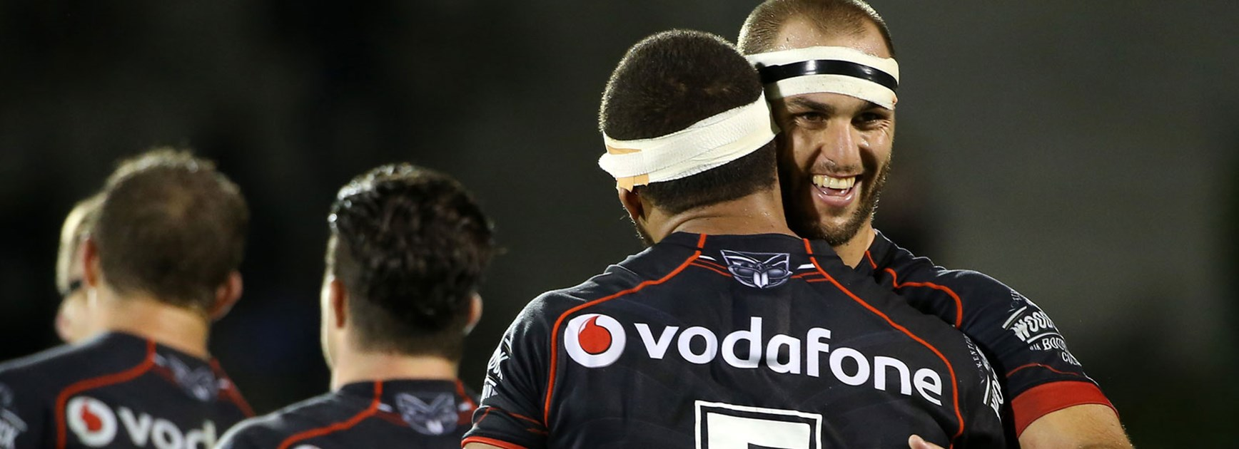 Simon Mannering celebrates with Manu Vatuvei during the Warriors' Round 6 win over the Tigers.