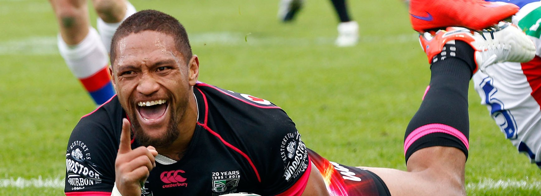 Manu Vatuvei scores against the Knights in Round 12.