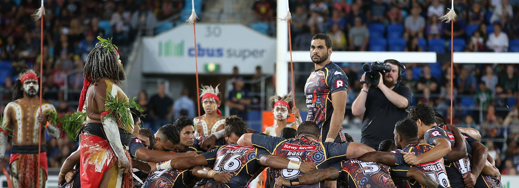 Greg Inglis and the Indigenous All Stars before the 2015 NRL All Stars game.