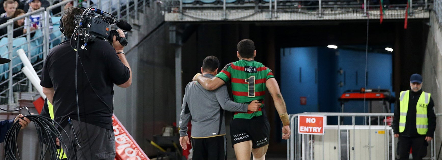 Greg Inglis leaves the field early with a knee injury.