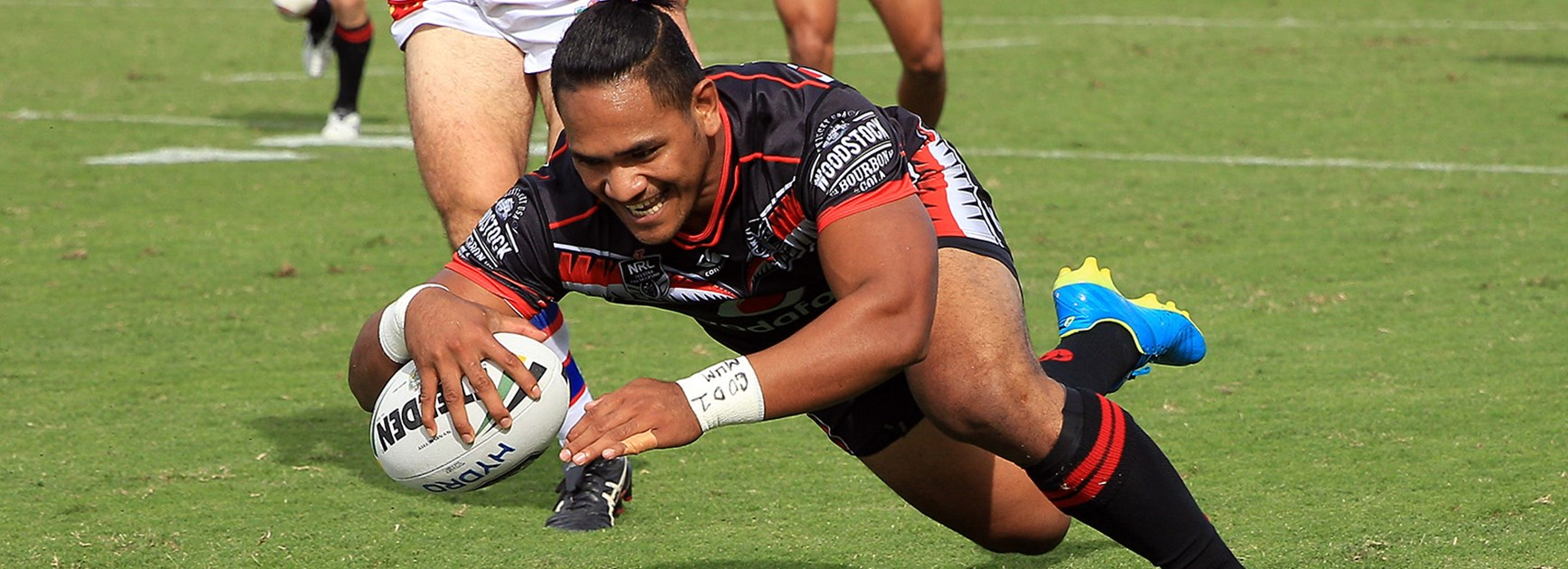 Warriors centre Solomone Kata scores against the Knights.