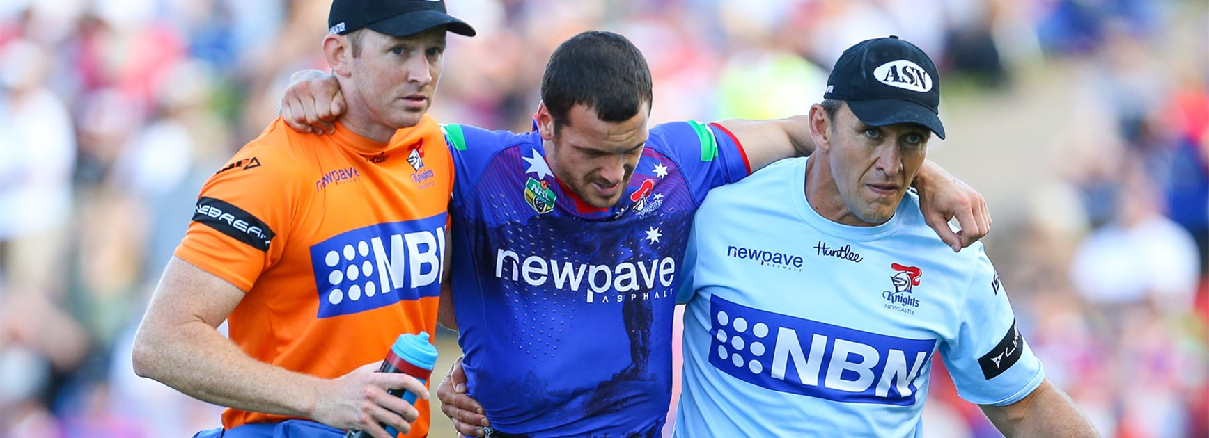 Jarrod Mullen leaves the field with a hamstring injury on Anzac Day.