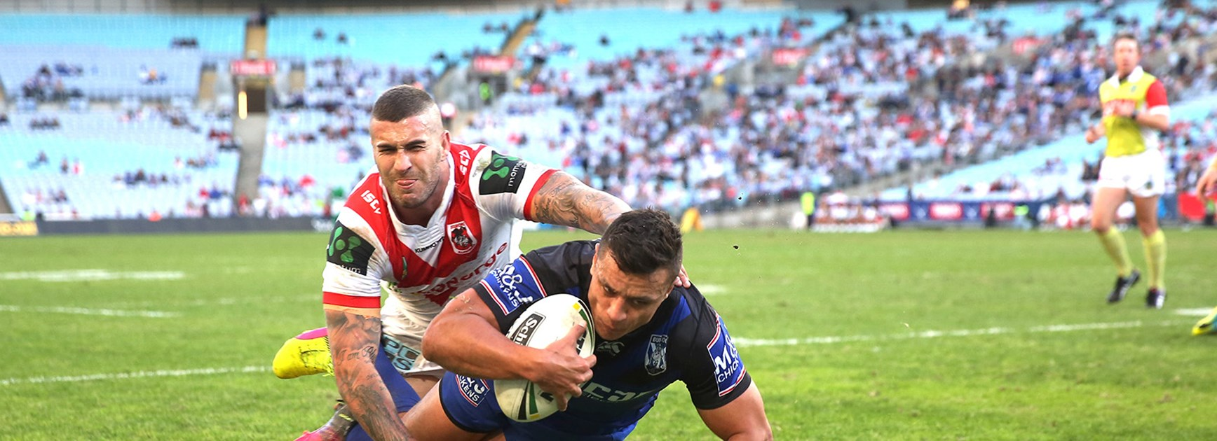 Sam Perrett scores for the Bulldogs against the Dragons at ANZ Stadium.