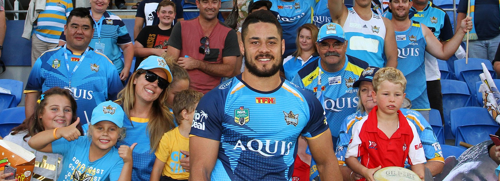 Jarryd Hayne has extended his contract with the Gold Coast Titans.