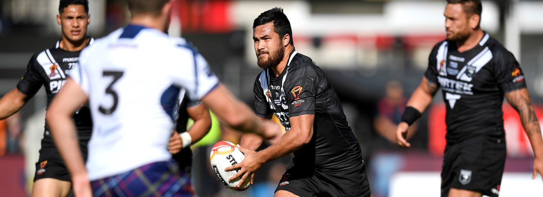 Warriors recruit Peta Hiku in action for New Zealand at the 2017 World Cup.