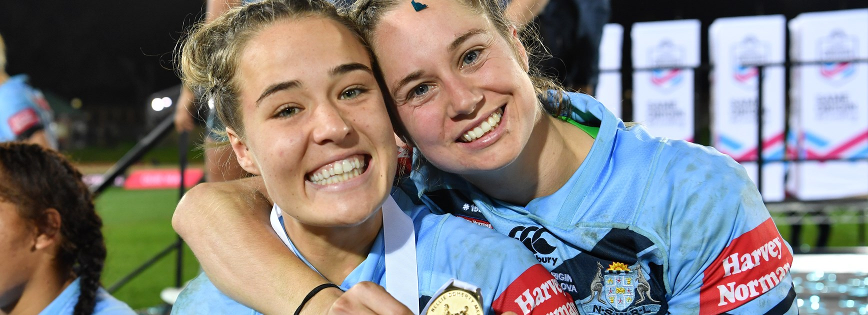 Isabelle Kelly and Kezie Apps after NSW's 2018 State of Origin win.