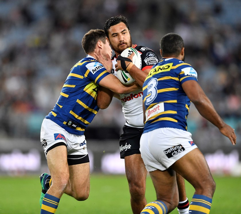 Peta Hiku on the attack for the Warriors