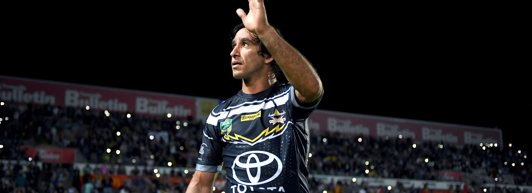 Johnathan Thurston waves goodbye to Townsville fans.