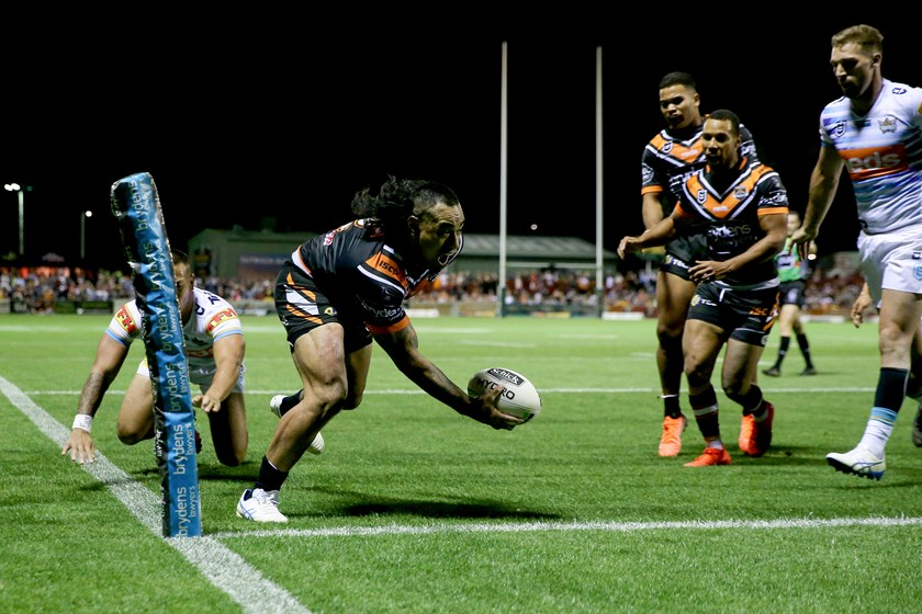 Mahe Fonua scores against the Titans in Tamworth.
