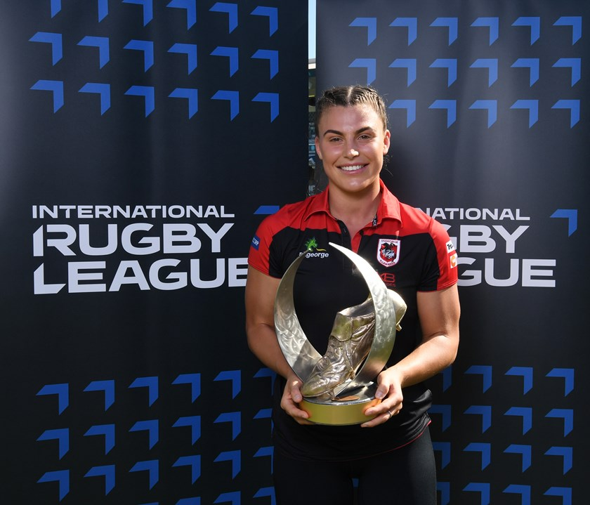2019 Golden Boot winner Jess Sergis received her award during the Nines in Perth.