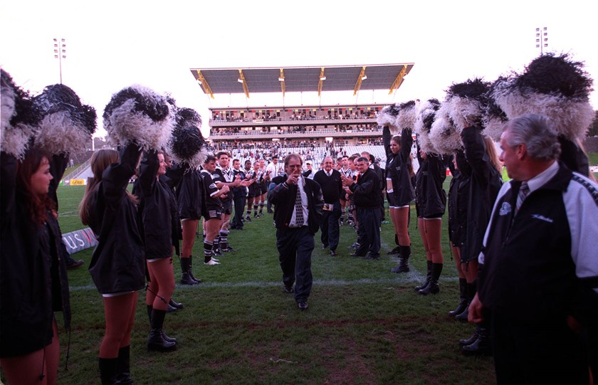 Tom Raudonikis is cheered off the field after coaching Western Suburbs in the Magpies' final premiership match in 1999.